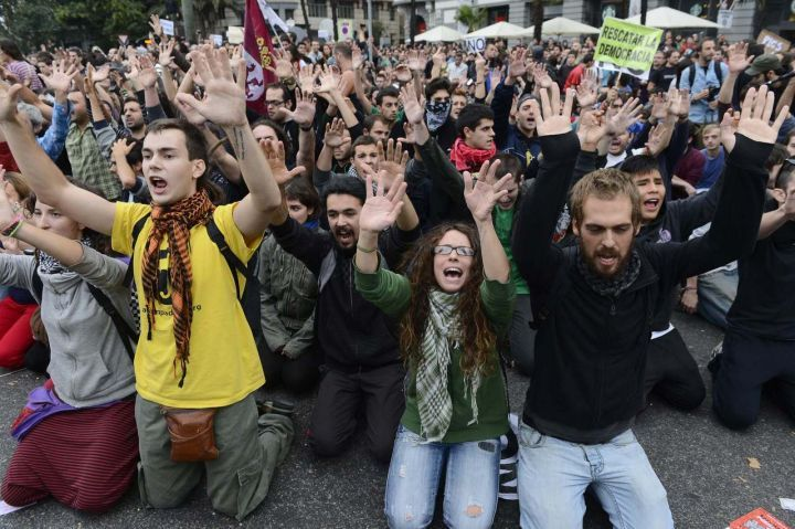 espagne-indignés-dictature-lois-liberticides