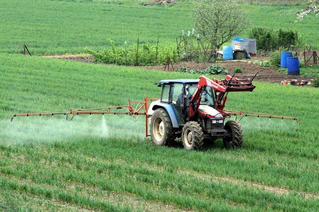 pesticides-epandage_scalewidth_630