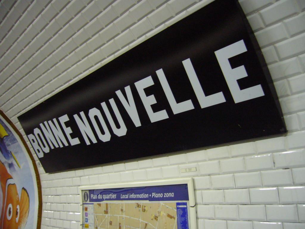 Metro_Paris_-_Ligne_8_-_Station_Bonne_Nouvelle_(1)